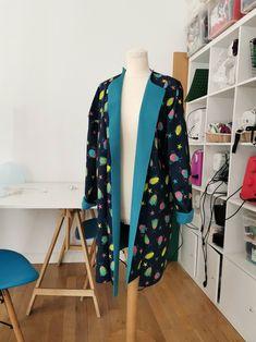 Tela impermeable de softshell azul marino con estampado de | Etsy Softshell, Martin Moreno, Ideas Para, Kimono Top, Etsy, Fashion, Yellow Fabric, Navy Blue Background, Waterproof Fabric