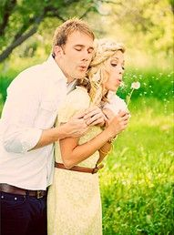 i so want to do this for engagement pics