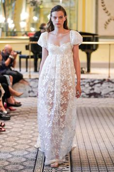 Brock Collection Spring 2020 Ready-to-Wear Fashion Show Collection: See the complete Brock Collection Spring 2020 Ready-to-Wear collection. Look 3 Fashion Week, Fashion 2020, Runway Fashion, Fashion Outfits, Maxi Robes, Bridal Gowns, Wedding Dresses, Fashion Show Collection, Mannequins