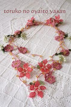 B トゥーオヤの小花ラリエット