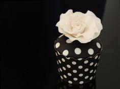 Black & White Flower Cupcake