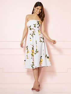 A strapless silhouette makes an ultra-feminine style statement on Eva's Del Mar Dress; a vivid lemon & floral print enhances the look with sunny, Mediterranean-inspired style. From the exclusive Eva Mendes Collection.
