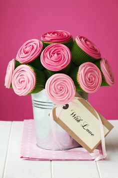 I love flowers.  But cupcake flowers?  Mmm, perfect :)