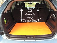Diy car accessories and ideas for cars - diy simple and cheap trunk mat - interior Diy Car Seat Cleaner, Car Upholstery Cleaner Diy, Car Window Cleaner, Car Carpet Cleaner, Clean Car Carpet, Clean Upholstery, Garniture Automobile, Cool Diy, Easy Diy