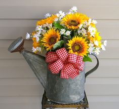 Watering can w/ Sunflowers & Daisys.. this with blue gingham is exactly what I'm thinking!