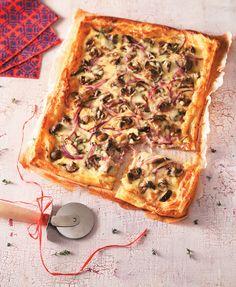 Μια ωραία ιδέα αν αγαπάτε τις πίτες. Εύκολη και νόστιμη επιλογή και για σνακ για το γραφείο. #πίτα #γραβιέρα Ratatouille, Vegetable Pizza, Quiche, Vegetables, Breakfast, Food, Party, Morning Coffee, Essen
