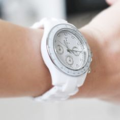 I love women's watches that look like men's watches, so cute a chic <3