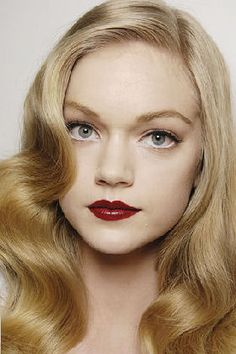 Vintage look for blondes with pale complexions