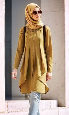 Latest Casual Hijab Styles with Jeans 20182019 Trends Looks Hijab Mode 2018 Hijab Chic Hijab Fashion and Chic Style Latest Casual H. Islamic Fashion, Muslim Fashion, Modest Fashion, Fashion Dresses, Stylish Hijab, Stylish Dresses, Hijab Chic, Hijab Outfit, Fashion Trends 2018