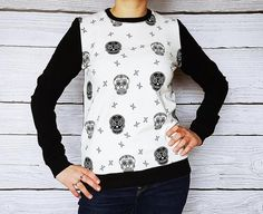 Skull cotton Sweatshirt black chaineblanc cotton blouse with skeletons, skulls Mademoiselle K, Blouse En Coton, Cotton Blouses, Skeletons, Vintage, Trending Outfits, Sweatshirts, Skulls, Black
