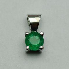 Pandantiv din aur alb cu smarald #pandantiveauralb #pandantivesmaralde  #smaralde #emeraldspendants #emeralds