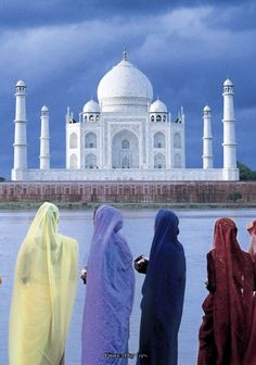 10 Interesting Facts About the Taj Mahal Trump Taj Mahal, Le Taj Mahal, Famous Landmarks, Famous Places, Best Places To Travel, Cool Places To Visit, Haveli India, India Architecture, Visit India