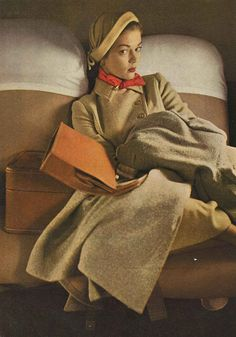 Jean Patchett in Vogue, February Photo by Irving Penn. Look at that hat! Vintage Vogue, Moda Vintage, Vintage Glamour, Vintage Beauty, Vintage Hats, 1940s Fashion, Cute Fashion, Fashion Models, Mode Bizarre