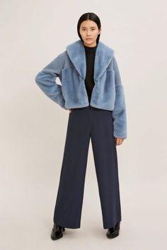 Lyseblå eller sort kort fuskejakke Samsøe - 10158 carla jacket Normcore, Pants, Fall, Style, Fashion, Environment, Clothing, Jackets, Trouser Pants