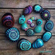 Seashell Painting, Dot Art Painting, Rock Painting Designs, Pebble Painting, Pebble Art, Stone Painting, Stone Crafts, Rock Crafts, Dawn Stone