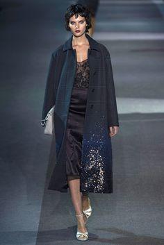 Louis Vuitton Fall 2013 Ready-to-Wear Fashion Show - Edie Campbell