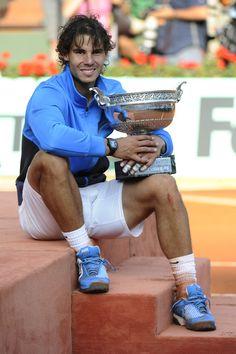 Rafael Nadal with his 6th Roland Garros trophy