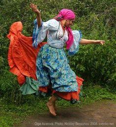 Romani Gypsy dance in photos. Gypsy dance by Olga Azarova Gypsy Life, Gypsy Soul, Tango, Gypsy Culture, Gypsy Women, Gypsy Living, Estilo Boho, Dance Photos, Belly Dancers