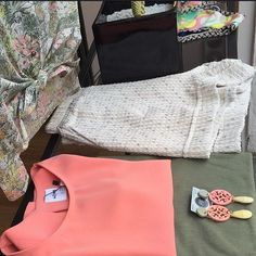 Vetrina da @itandmore  #milano #shopping #corsogenova7 #orecchini #oblo #resina #handmade #bijouxfg #bijouxfgaddicted #milan #visualmerchandising #igersmilano #shop #tuttointinta #liberty #fantasia #rosa #verde #colori #milanodavedere #itandmore #itgirl #customizeyourjewelry by bijouxfg