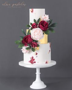 Wedding cakes – Eye pleasing wedding cake ideas. Craving for more beautiful idea… – Beautiful Wedding Cake Designs Wedding Cake Red, Fondant Wedding Cakes, Floral Wedding Cakes, Wedding Cakes With Flowers, Beautiful Wedding Cakes, Wedding Cake Designs, Fondant Cakes, Wedding Cake Toppers, Beautiful Cakes