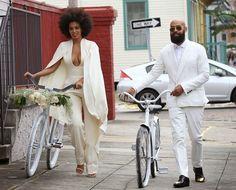 A cantora Solange Knowles, irmã mais nova de Beyoncé, se casou com o diretor de vídeo e namorado de longa data Alan Ferguson, em Nova Orleans. Veja mais: http://yeswedding.com.br/pt/antena-yes/post/o---sim---de-solange-knowles