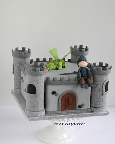 Marsispossu: Ritarilinnakakku, Knight castle cake