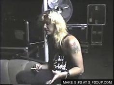 #wattpad #de-todo ¿Estas terriblemente enamorada del hermoso bajista de Guns N' Roses? ¿Quieres llenar tu memoria con fotos del rubio? ¡HAZ LLEGADO AL LUGAR INDICADO! Libro de Fotos sobre Duff Mckagan, Bajista de Guns n roses. AXL ORTIVA