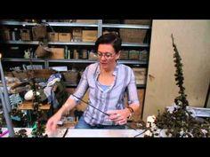 Lav et Ellekogle juletræ med Elisabeth Bønløkke Christmas Time, Christmas Crafts, Christmas Decorations, Christmas Ornaments, Joy To The World, Video Film, Hobbies And Crafts, Hygge, Flower Decorations