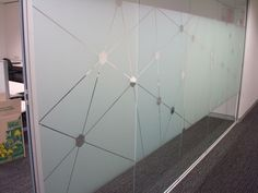 Geometric Pattern / Butt-glazed Glass / Frameless