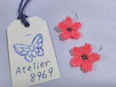 小さな花のステッチ樹脂ピアス【P05-193】画像1