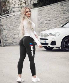 Babes And Cars – Humpy Dumpy Good Woman, Sexy Jeans, Curvy Jeans, Skinny Jeans, Sexy Outfits, Fit Women, Sexy Women, Strong Women, Looks Pinterest
