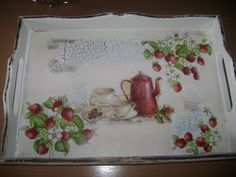 Tray decorated with napkins Napkin Decoupage, Decoupage Paper, Painted Trays, Hand Painted, Strawberry Summer, Antique Picture Frames, Diy And Crafts, Paper Crafts, Idee Diy