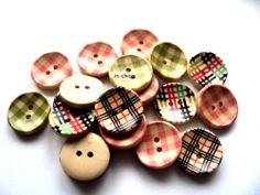 6 x Wooden Shabby Chic Check Buttons 20mm (Assorted Colours) (R4D6) - Only 99p