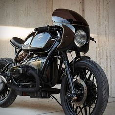 """Our custom motorbike crush today comes from a small garage in Edmonton, Alberta, Canada, called Federal Moto. This sharp build ticks all the right boxes, a sleek trimmed-down Cafe Racer that pays tribute to the past. Named The Five"""", the BMW R100 ha"""