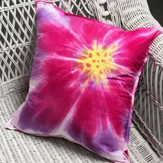 sunburst blossom pillow--tie-dye technique--many other good hints and ideas fpr tie-dye, too!