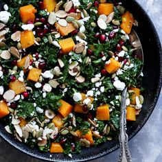 Healthy butternut squash and kale salad with pomegranate, goat cheese and almonds! A great salad during the holiday season. Easy to make and SO delicious! #butternutsquash #kalesalad #healthysalad #healthylunch Blueberry Quinoa Salad, Vegetarian Quinoa Salad, Healthy Broccoli Salad, Spinach Strawberry Salad, Spinach Salad, Healthy Salads, Kale Salads, Healthy Eating, Best Vegetarian Recipes