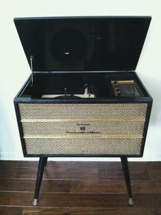 Delmonico Record Player Radio-A