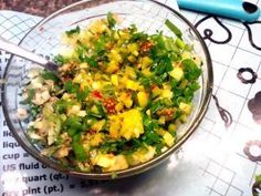 Jak připravit remuládu s jarní cibulkou | recept Guacamole, Curry, Mexican, Ethnic Recipes, Food, Kalay, Curries, Meals, Mexicans
