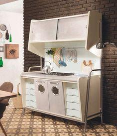 Kitchen Retro, Vintage Kitchen, Retro Kitchens, Small Kitchens, Mid Century Decor, Mid Century House, Mid Century Furniture, Mcm Furniture, Kitchen Furniture