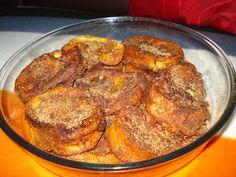 Rabanadas à portugaise(Pain perdu) No Bake Desserts, Dessert Recipes, French Toast, Gourmet Recipes, Healthy Recipes, Food Film, Portuguese Recipes, Christmas Desserts, International Recipes