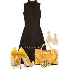 Vestido negro y complementos amarillos