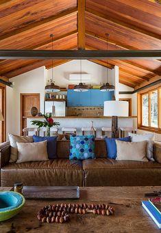 Casa de campo construída para apreciar a Serra da Mantiqueira - Constance Zahn Beautiful Space, Beautiful Homes, Spanish House, Cabins And Cottages, Home Living Room, My Dream Home, House Plans, Sweet Home, House Design