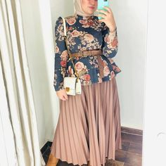 21 Modest Ways To Style Long Pleated Skirts With Hijab Fashion – Zahrah Rose – Hijab Fashion 2020 Modest Fashion Hijab, Hijab Style Dress, Modern Hijab Fashion, Street Hijab Fashion, Hijab Fashion Inspiration, Curvy Fashion, Skirt Fashion, Hijab Outfit, Fashion Outfits
