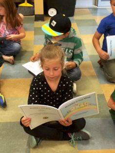 Maddie® mueve la co/ita consiste en una compilaci6n de actividades para realizar y  paginas para colorear, creada para niños de hasta 6 años a quienes les gustan los animales.
