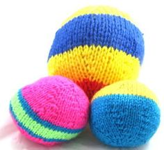 This free knitting project shows you how to knit a striped ball. Finger Knitting, Arm Knitting, Knitting For Kids, Charity Knitting, Knitting Toys, Sewing Toys, Baby Knitting Patterns, Crochet Patterns, Bag Patterns