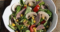 La ricetta dell'insalata di funghi Champignon e tonno, un piatto leggero da preparare per una cena light o per un pranzo veloce in ufficio.