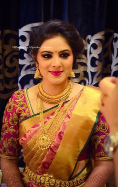 South indian bridal blouse designs brides jewellery Ideas for 2019 Wedding Saree Blouse, Bridal Silk Saree, Wedding Sarees, Silk Sarees, Indian Sarees, Indian Bridal Outfits, Bridal Dresses, Organizer Box, Bridal Blouse Designs