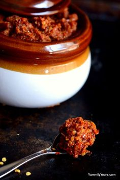 Kolhapuri Thecha, the spiciest Indian sauce with peanuts and garlic Maharashtrian Recipes, Gujarati Recipes, Indian Food Recipes, Chutney Recipes, Sauce Recipes, Cooking Recipes, Veg Recipes, Chicken Recipes, Indian Sauces