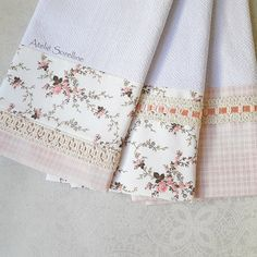 Kit 3 Panos de Prato - Florais & Xadrez Kitchen Liners, Seminole Patchwork, Neutral Baby Blankets, Sewing Crafts, Sewing Projects, Baby Sheets, Towel Crafts, Sewing Rooms, Shabby Vintage