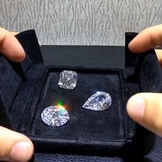A loose diamond is an expensive purchase. To get your money's worth, you should pay attention to some rules for selecting the best stone you can afford. Here is the list of essential rules for buying loose diamonds. Buy Loose Diamonds, Diamonds And Gold, Colored Diamonds, Diamond Jewelry, Diamond Earrings, Gold Money, Minerals And Gemstones, Pink Gemstones, Rare Gemstones